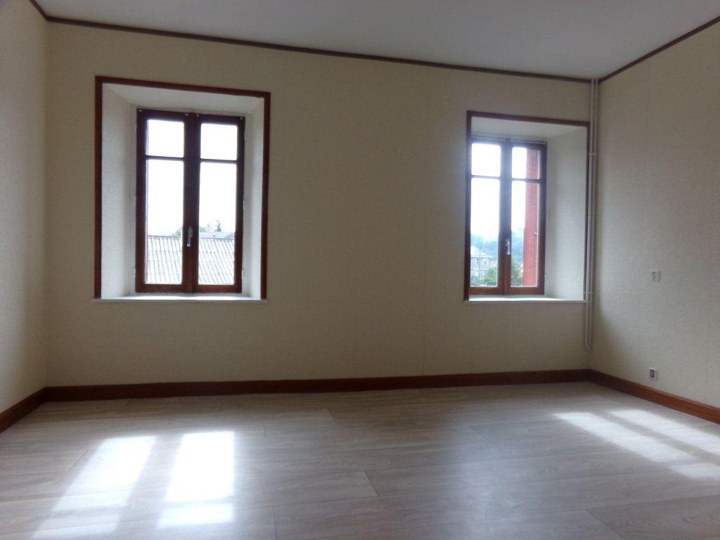 Appartement à louer 5 137.35m2 à Saint-Flour vignette-6