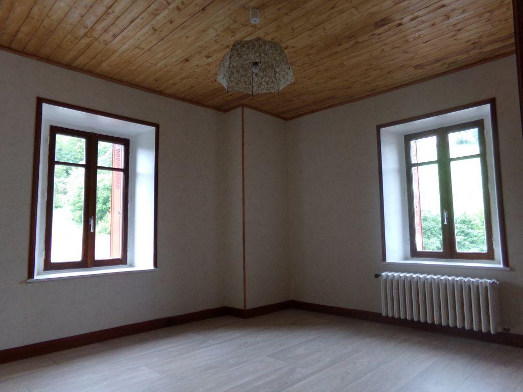 Appartement à louer 5 137.35m2 à Saint-Flour vignette-7
