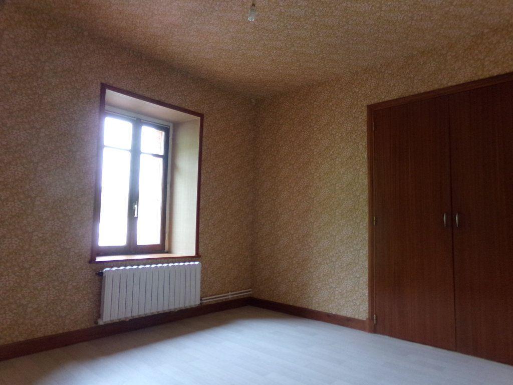 Appartement à louer 5 137.35m2 à Saint-Flour vignette-8