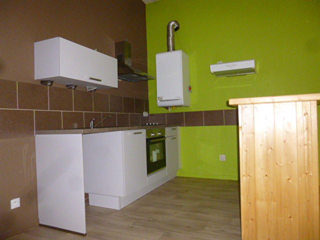 Appartement à louer 3 79m2 à Saint-Flour vignette-2