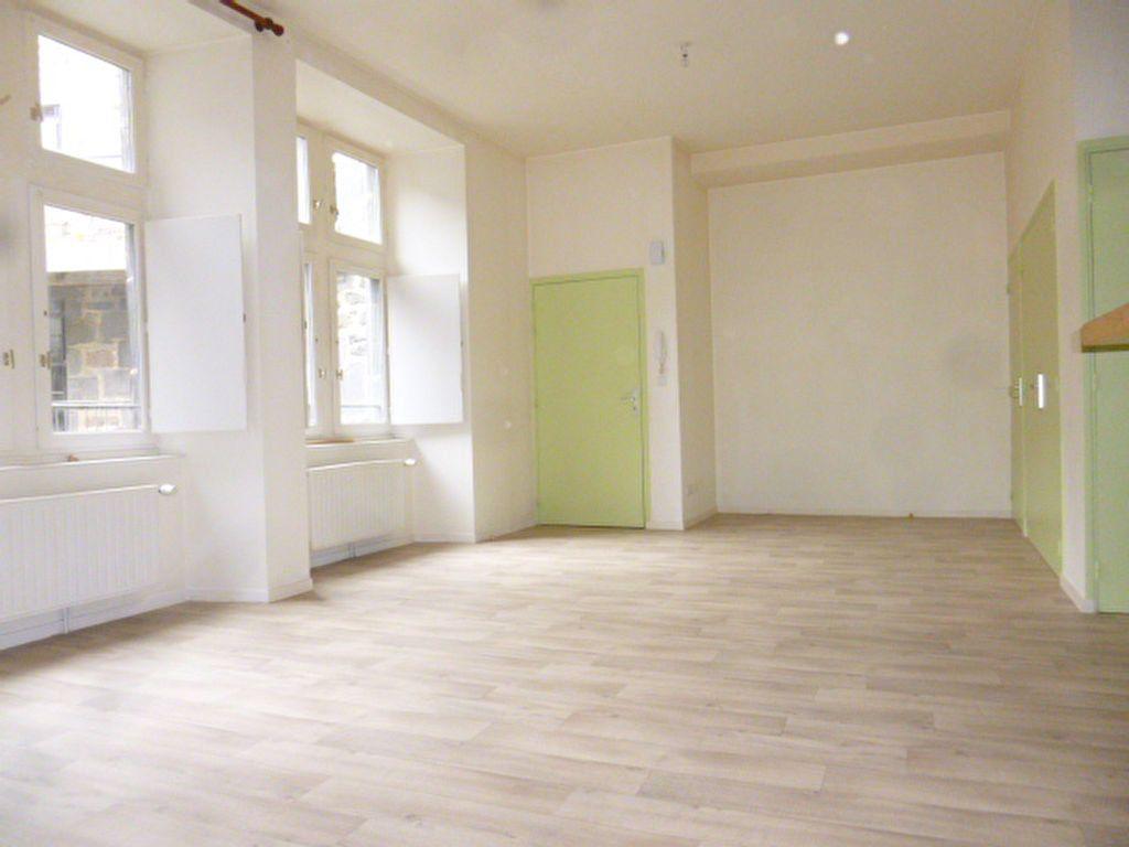 Appartement à louer 3 79m2 à Saint-Flour vignette-3