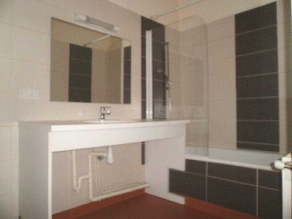 Appartement à louer 3 79m2 à Saint-Flour vignette-4