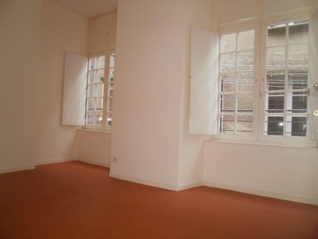 Appartement à louer 3 79m2 à Saint-Flour vignette-5