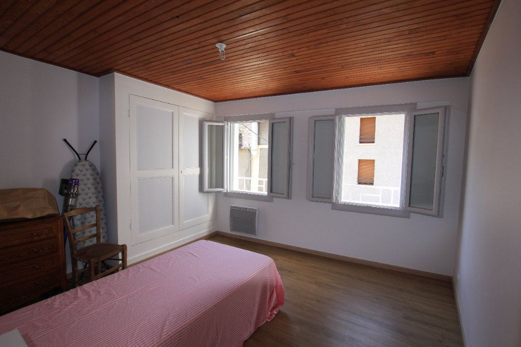 Maison à louer 3 58m2 à Chaudes-Aigues vignette-4