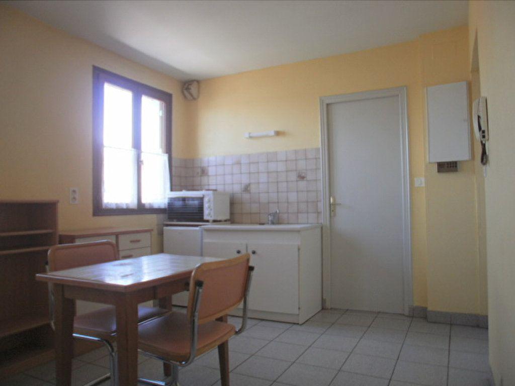 Appartement à louer 1 19.45m2 à Saint-Flour vignette-2