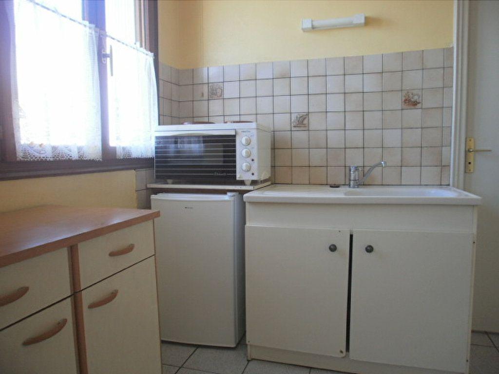 Appartement à louer 1 19.45m2 à Saint-Flour vignette-3