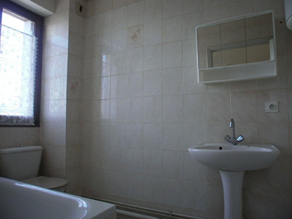 Appartement à louer 1 19.45m2 à Saint-Flour vignette-5