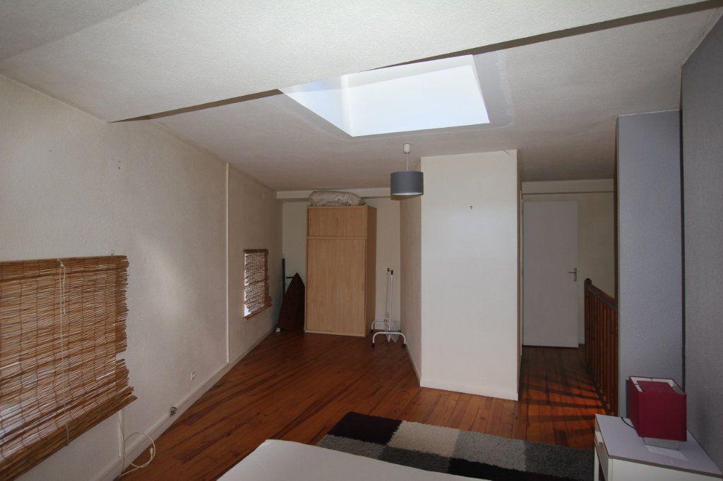 Appartement à louer 2 45m2 à Saint-Flour vignette-3