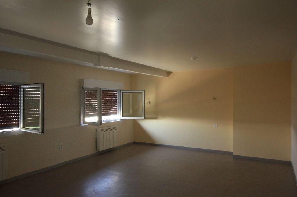 Appartement à louer 3 62.2m2 à Saint-Flour vignette-3