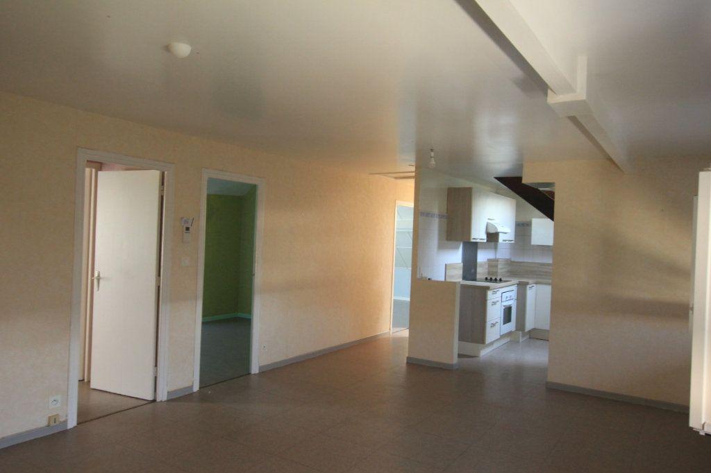 Appartement à louer 3 62.2m2 à Saint-Flour vignette-4