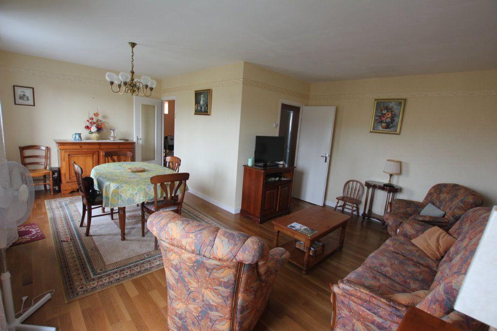 Maison à vendre 8 131m2 à Saint-Flour vignette-3