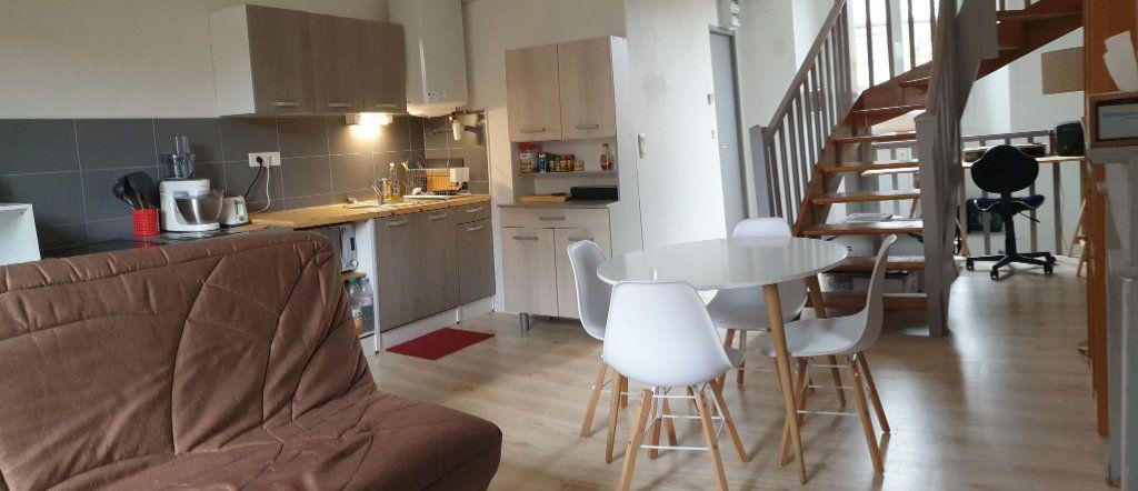 Appartement à louer 3 54m2 à Saint-Flour vignette-1
