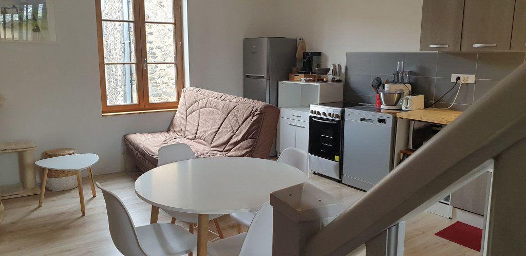 Appartement à louer 3 54m2 à Saint-Flour vignette-2