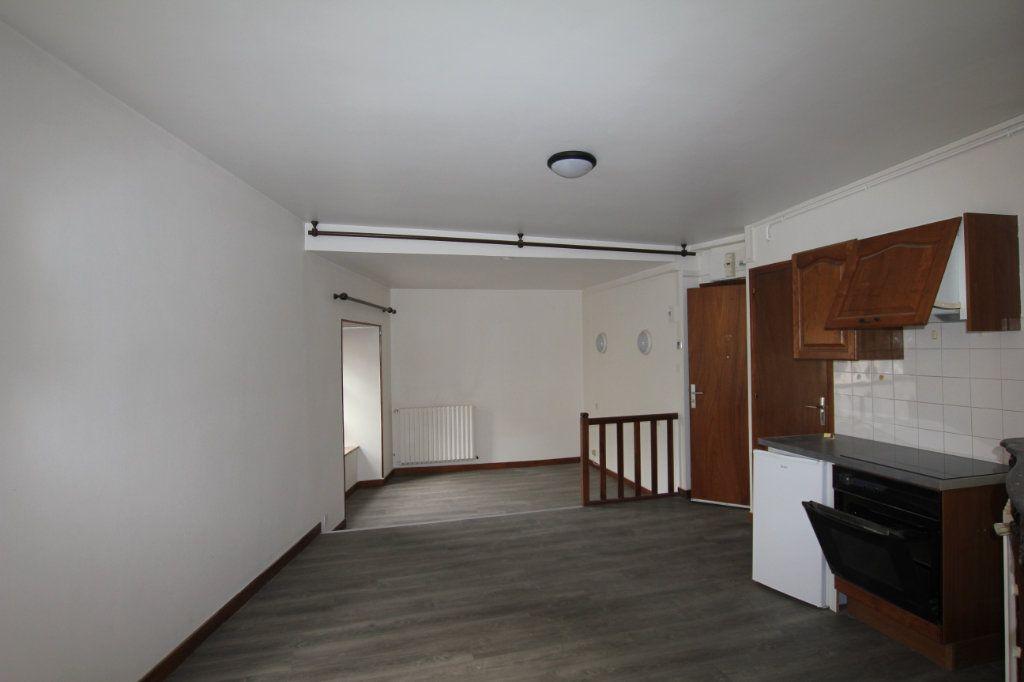 Appartement à louer 1 30m2 à Saint-Flour vignette-1