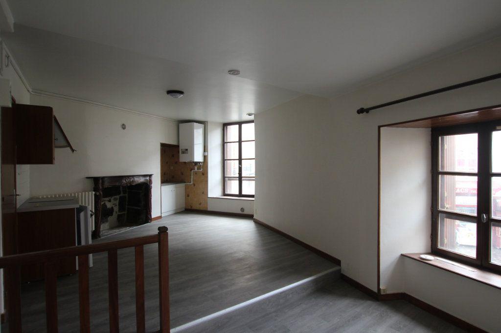 Appartement à louer 1 30m2 à Saint-Flour vignette-2