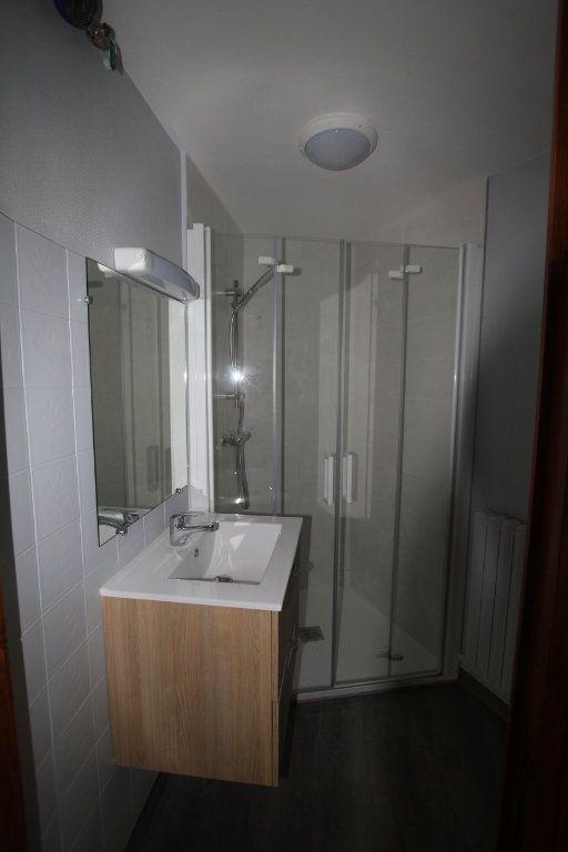 Appartement à louer 1 30m2 à Saint-Flour vignette-3