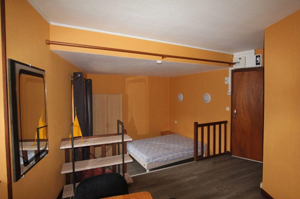 Appartement à louer 1 22m2 à Saint-Flour vignette-3