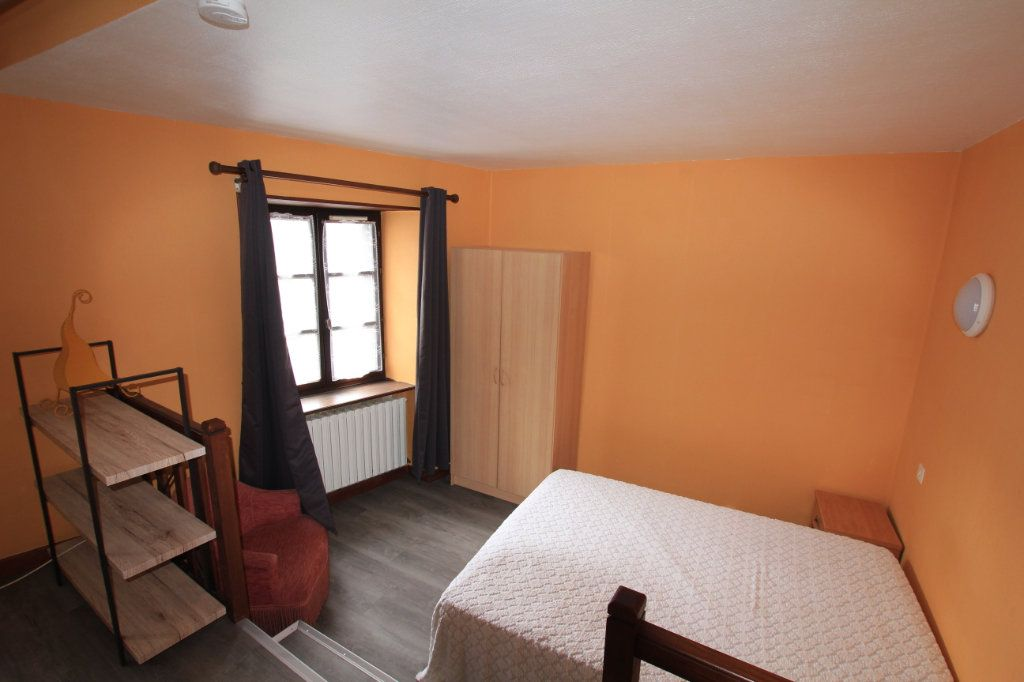 Appartement à louer 1 22m2 à Saint-Flour vignette-4