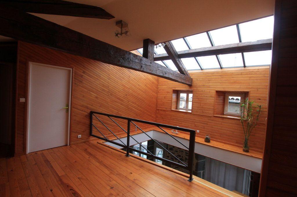 Appartement à vendre 5 137m2 à Saint-Flour vignette-1