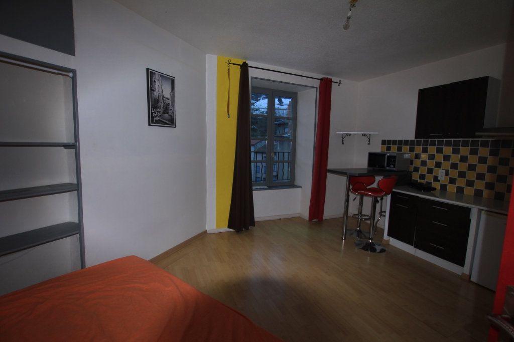 Appartement à louer 1 25m2 à Saint-Flour vignette-3