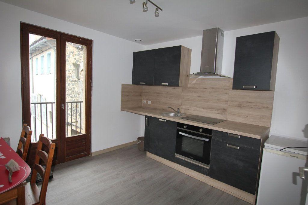 Appartement à louer 2 29m2 à Saint-Flour vignette-1