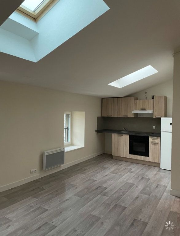 Appartement à louer 3 48.5m2 à Saint-Flour vignette-1