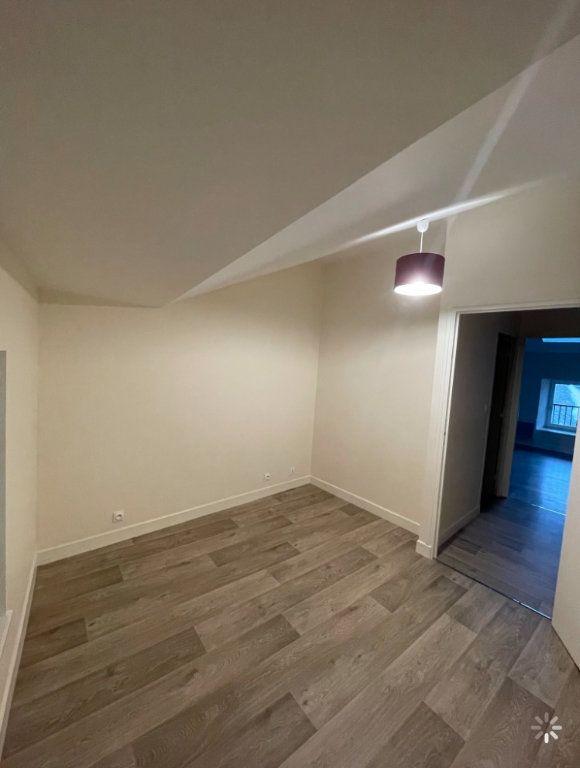 Appartement à louer 3 48.5m2 à Saint-Flour vignette-2