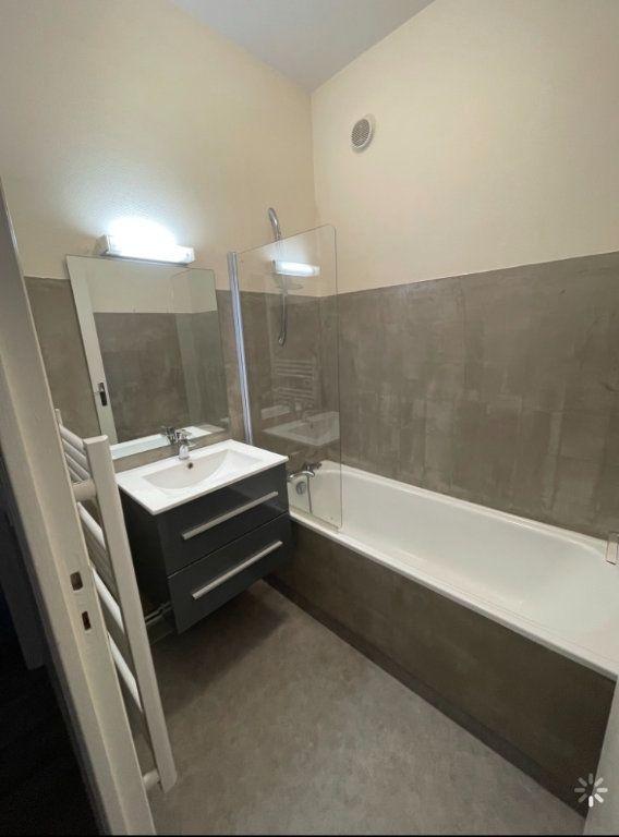 Appartement à louer 3 48.5m2 à Saint-Flour vignette-3
