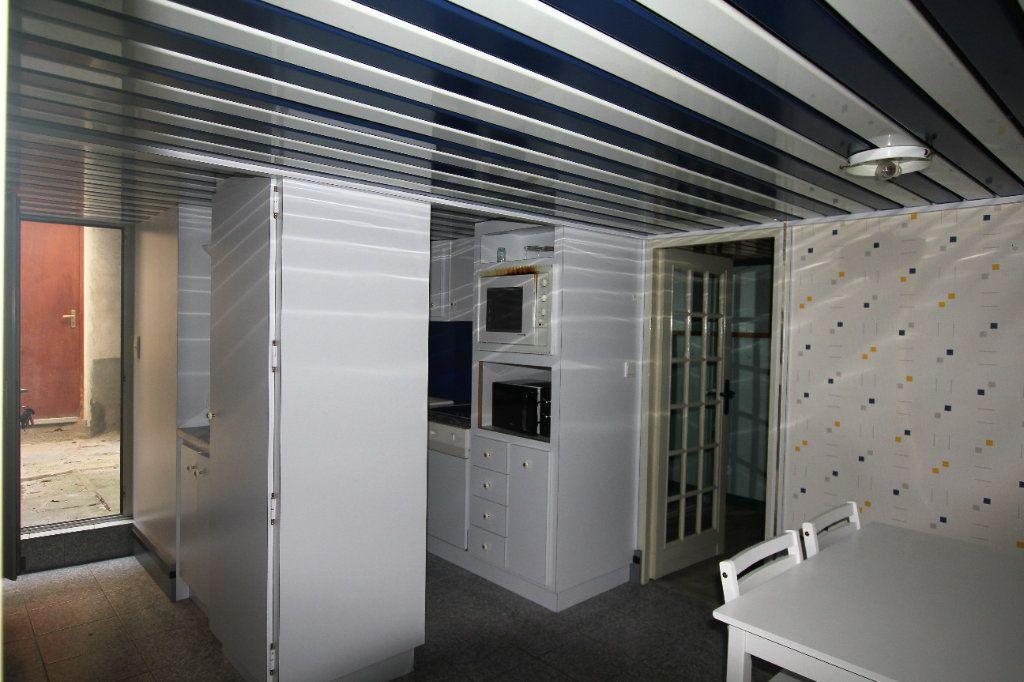 Appartement à louer 1 18m2 à Saint-Flour vignette-1