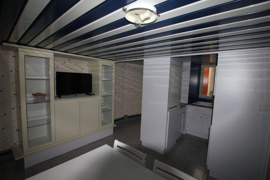 Appartement à louer 1 18m2 à Saint-Flour vignette-2