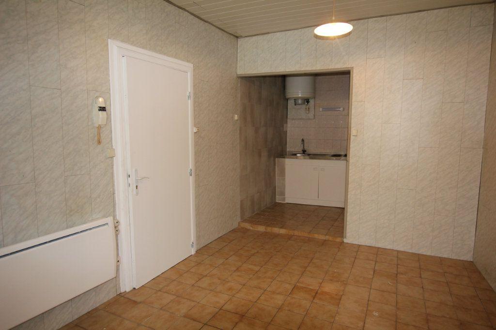 Appartement à louer 1 17m2 à Saint-Flour vignette-1