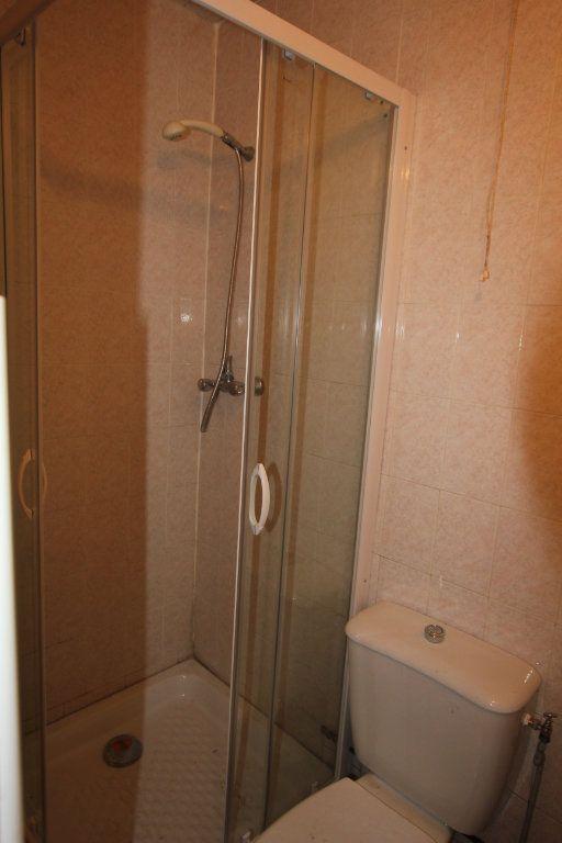Appartement à louer 1 17m2 à Saint-Flour vignette-3