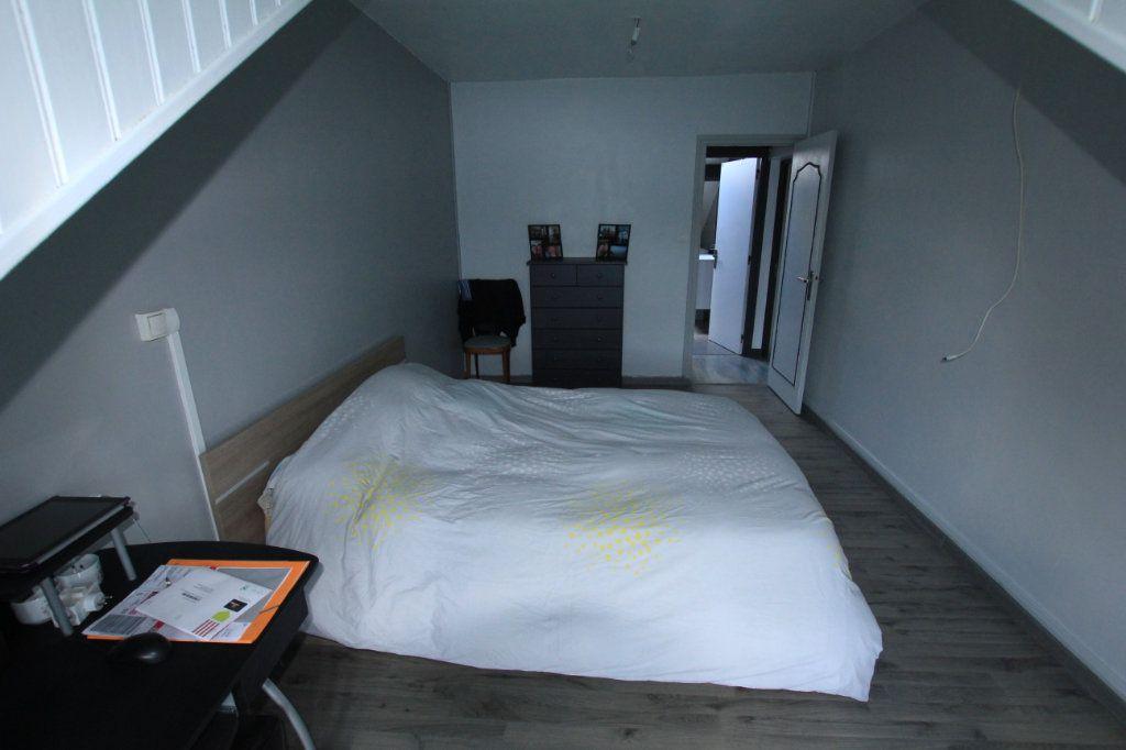 Appartement à vendre 4 79m2 à Saint-Flour vignette-4