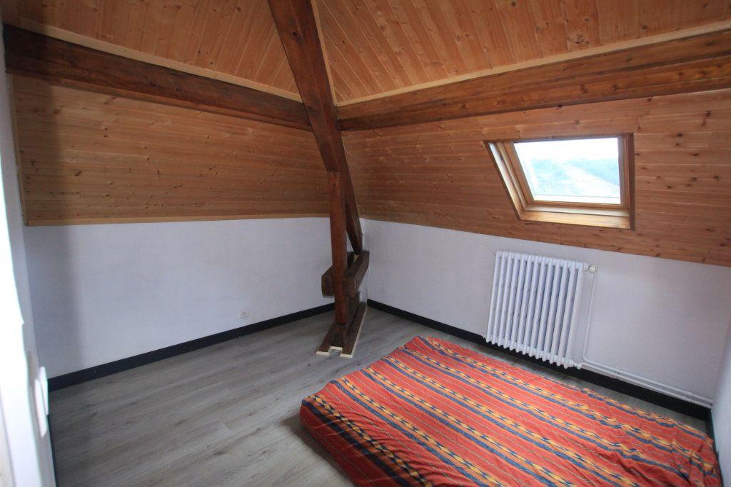 Appartement à vendre 4 79m2 à Saint-Flour vignette-6