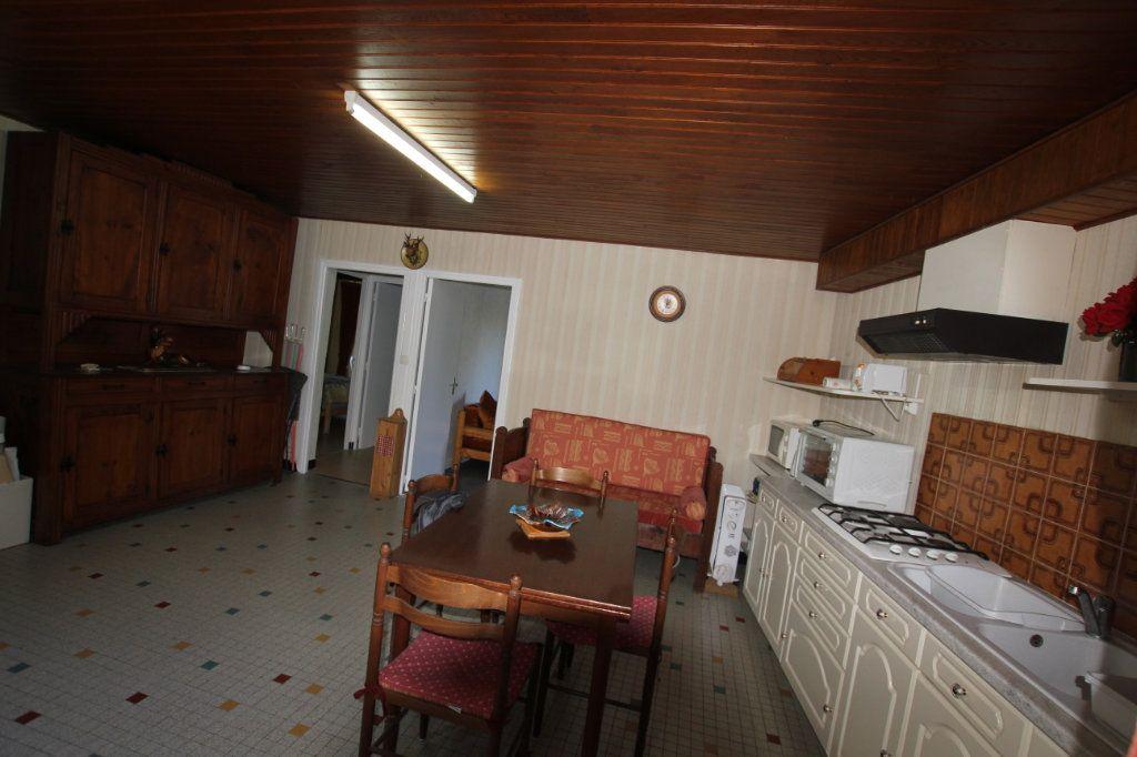 Maison à vendre 8 182m2 à Albepierre-Bredons vignette-4