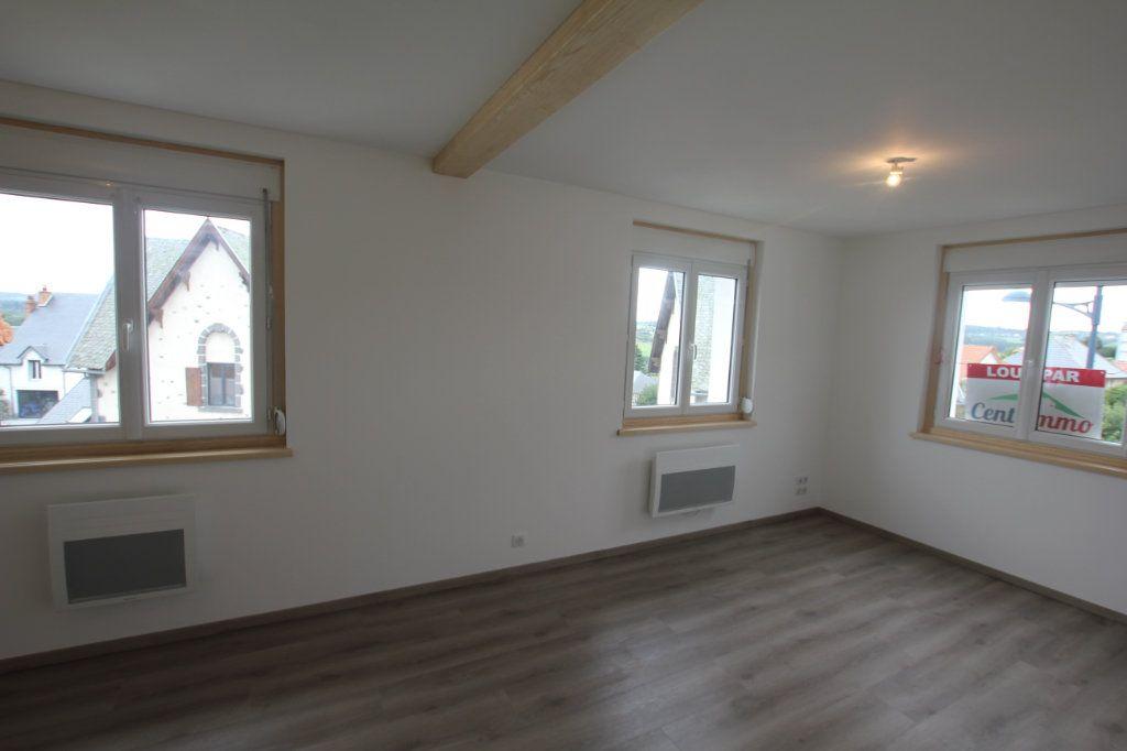Appartement à louer 1 27.6m2 à Saint-Flour vignette-2