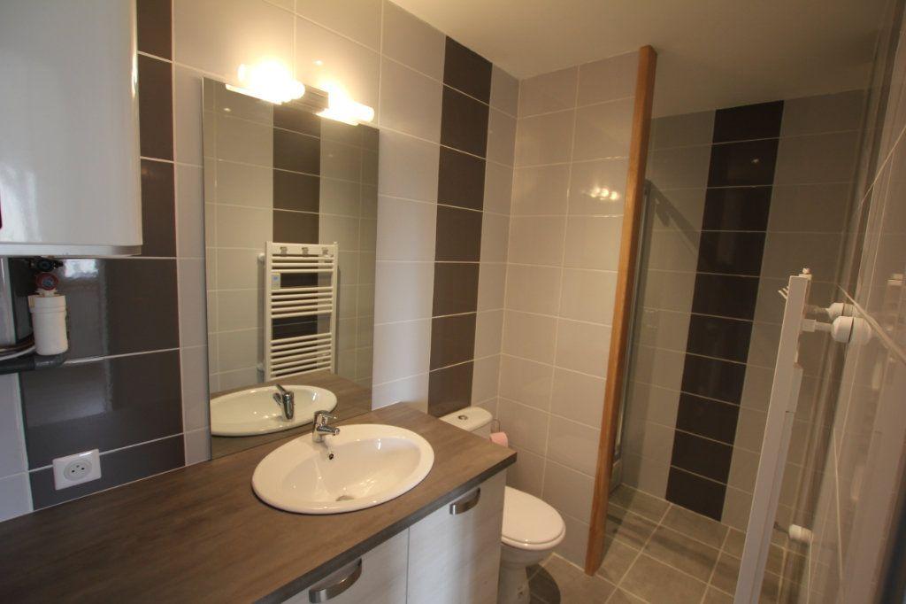 Appartement à louer 1 27.6m2 à Saint-Flour vignette-3