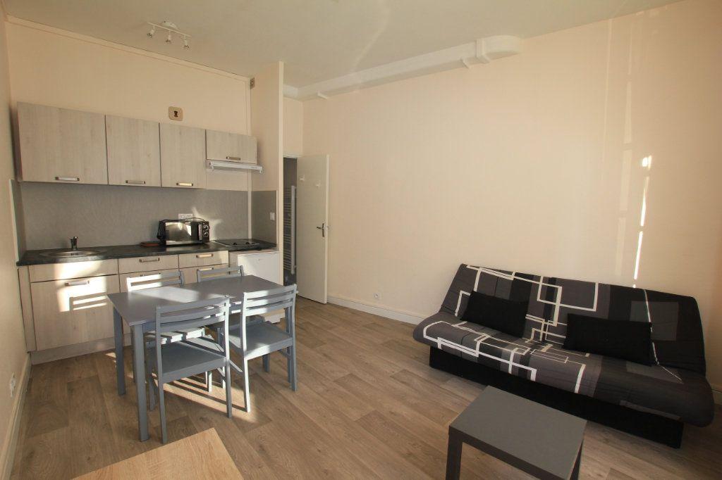 Appartement à louer 1 17.5m2 à Saint-Flour vignette-1