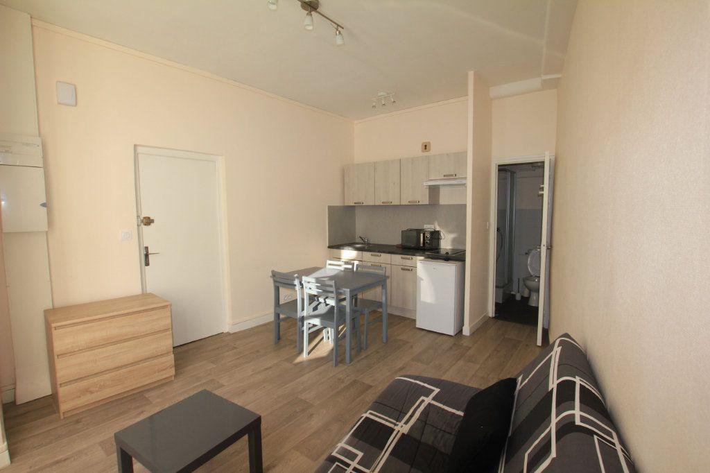 Appartement à louer 1 17.5m2 à Saint-Flour vignette-2
