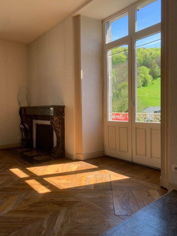 Appartement à vendre 2 50m2 à Saint-Flour vignette-1