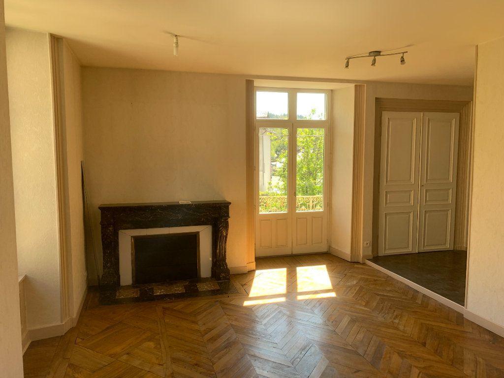 Appartement à vendre 2 50m2 à Saint-Flour vignette-2