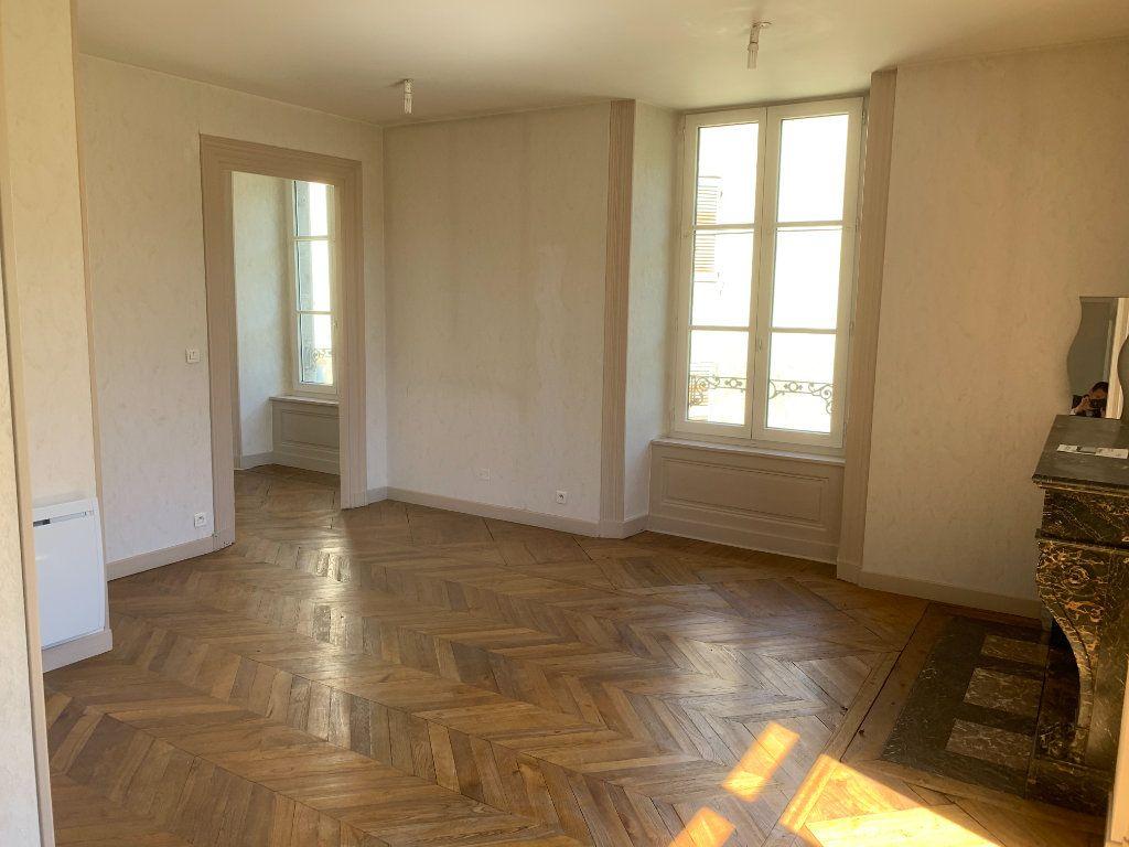 Appartement à vendre 2 50m2 à Saint-Flour vignette-3