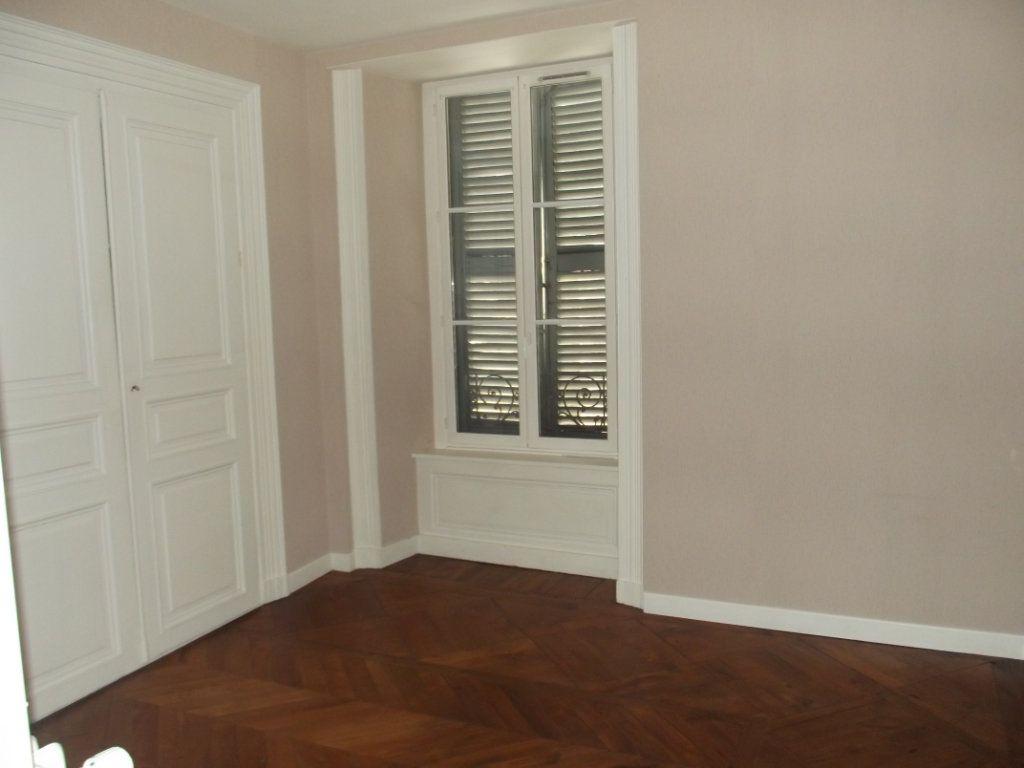 Appartement à vendre 2 50m2 à Saint-Flour vignette-5