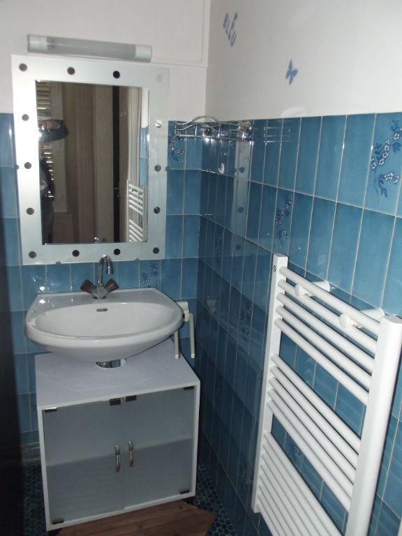 Appartement à vendre 2 50m2 à Saint-Flour vignette-6