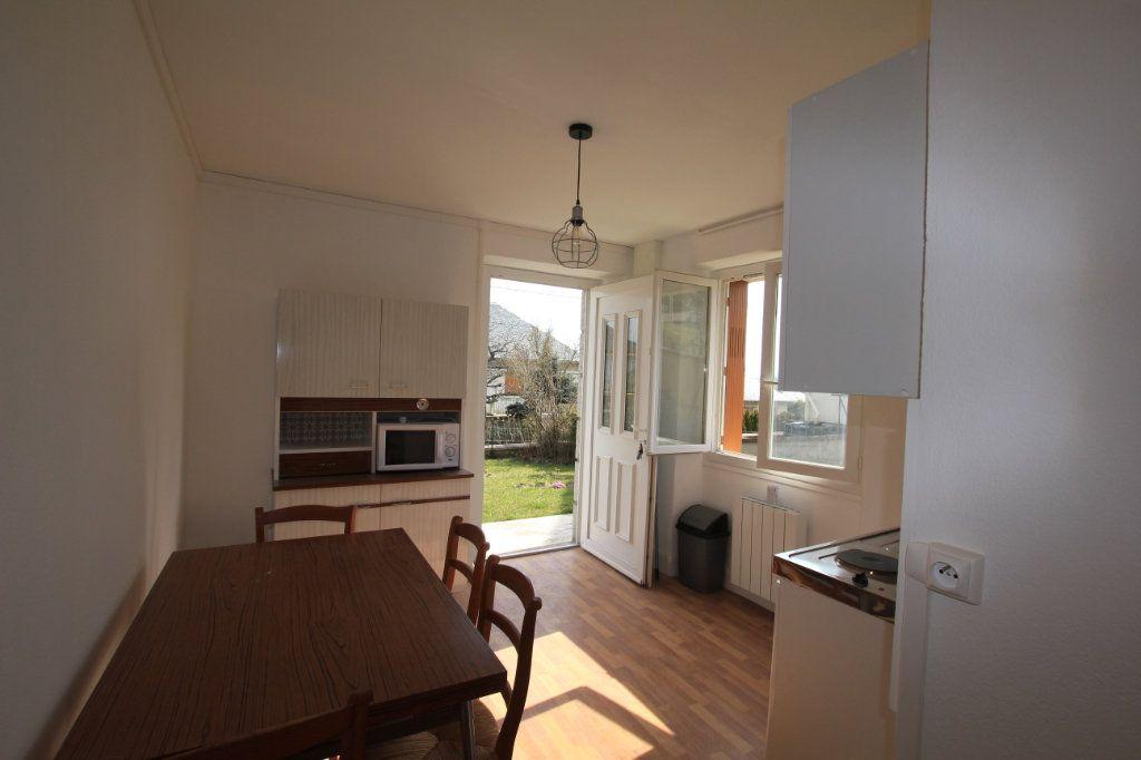 Appartement à louer 2 24.88m2 à Saint-Flour vignette-1