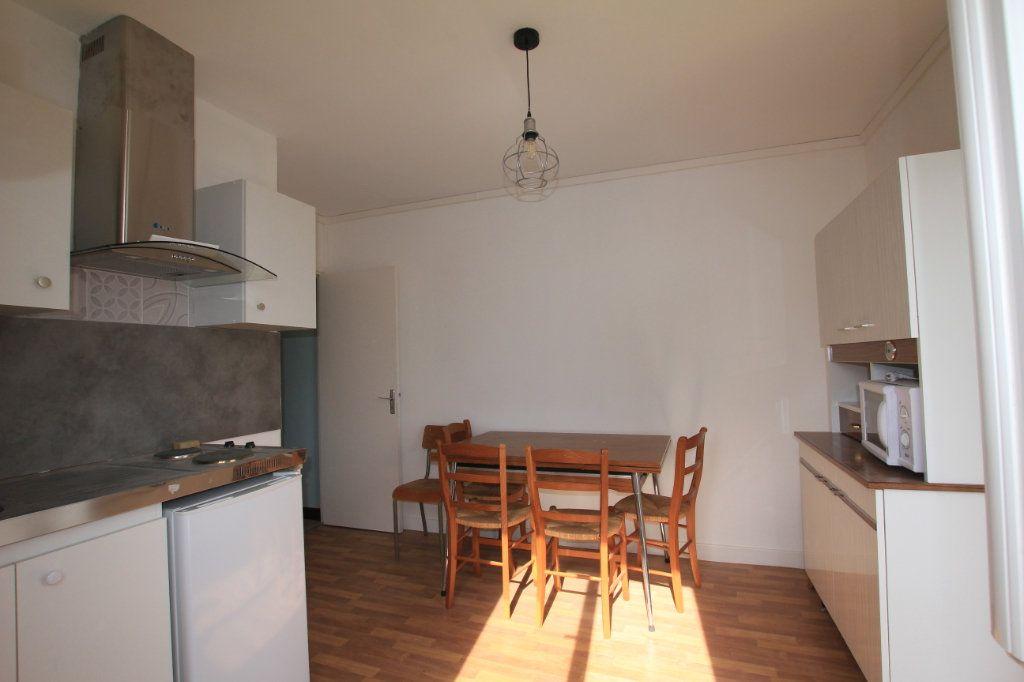 Appartement à louer 2 24.88m2 à Saint-Flour vignette-2