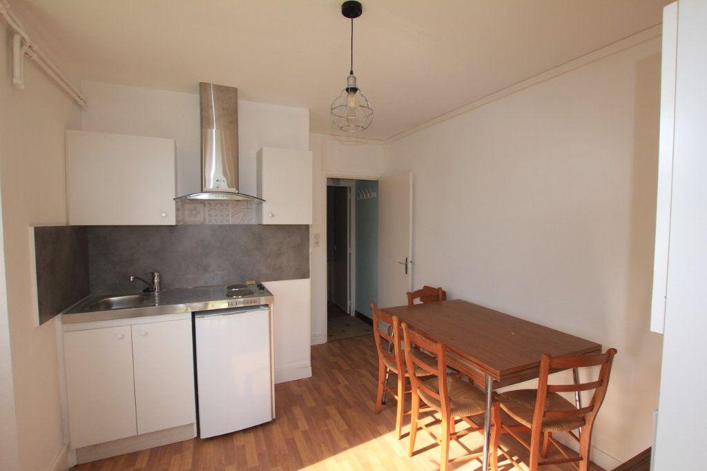 Appartement à louer 2 24.88m2 à Saint-Flour vignette-3