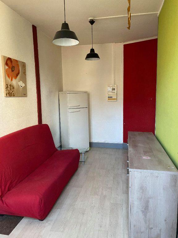 Appartement à louer 1 25m2 à Saint-Flour vignette-1