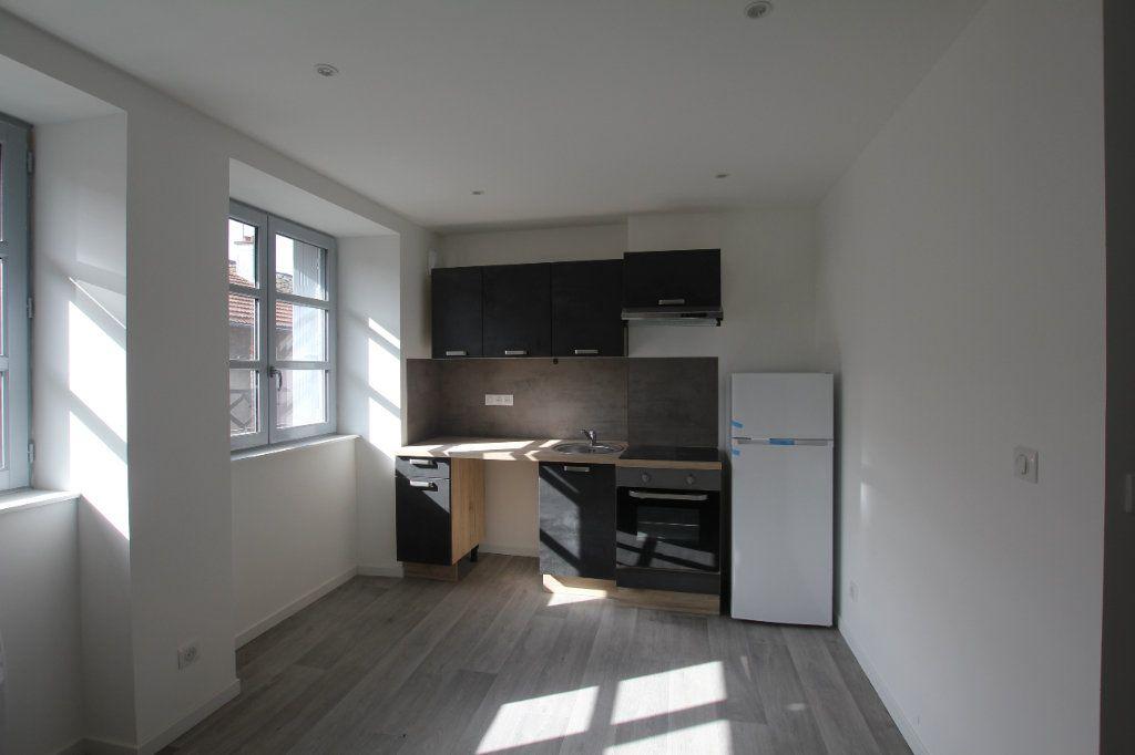 Appartement à louer 2 38m2 à Saint-Flour vignette-1