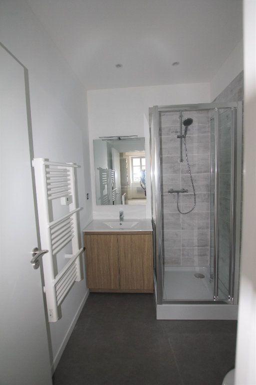 Appartement à louer 2 38m2 à Saint-Flour vignette-3
